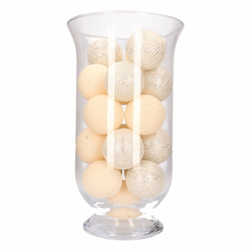 Sfeerverlichting witte en zilveren balletjes in vaas